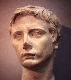 Sculpture_of_Caligula_Voltare